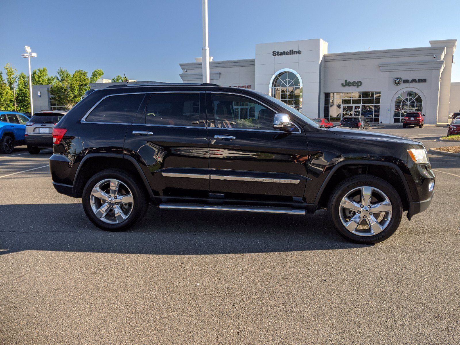 Pre-Owned 2013 Jeep Grand Cherokee Overland Summit With Navigation & 4WD