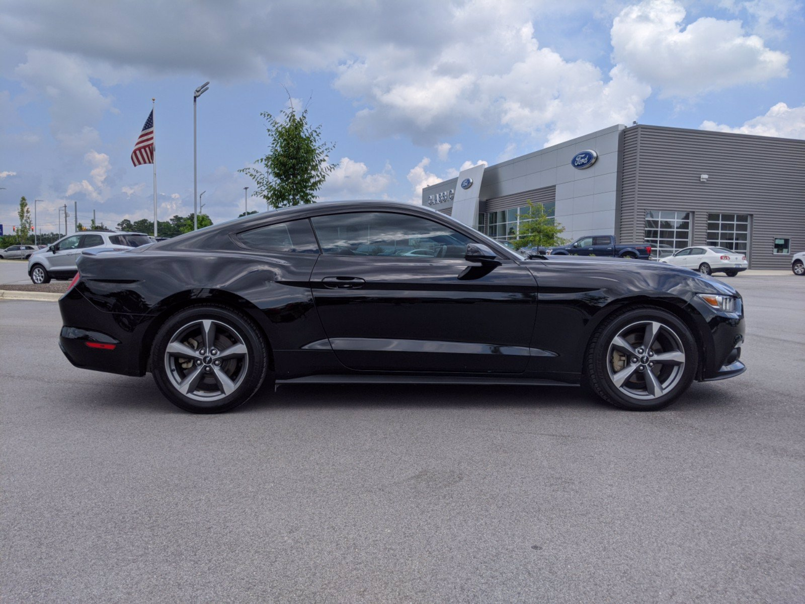 Pre-Owned 2016 Ford Mustang V6 RWD 2dr Car