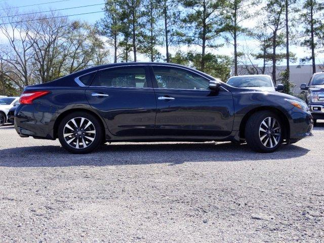 Pre-Owned 2017 Nissan Altima 2.5 SL Sedan FWD 4dr Car