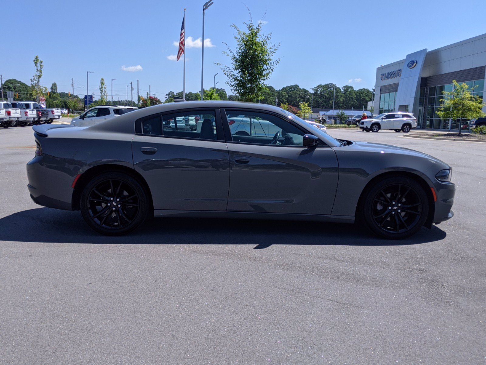 Pre-Owned 2017 Dodge Charger SXT With Navigation