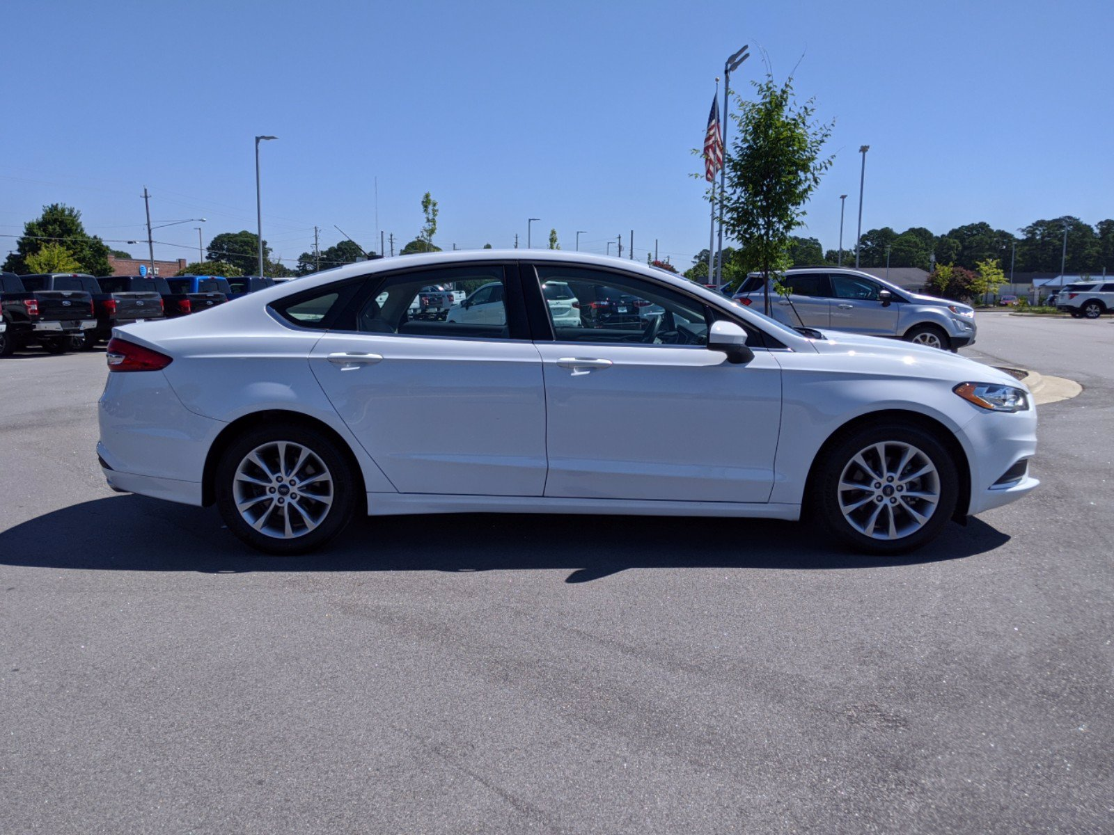 Pre-Owned 2017 Ford Fusion SE With Navigation