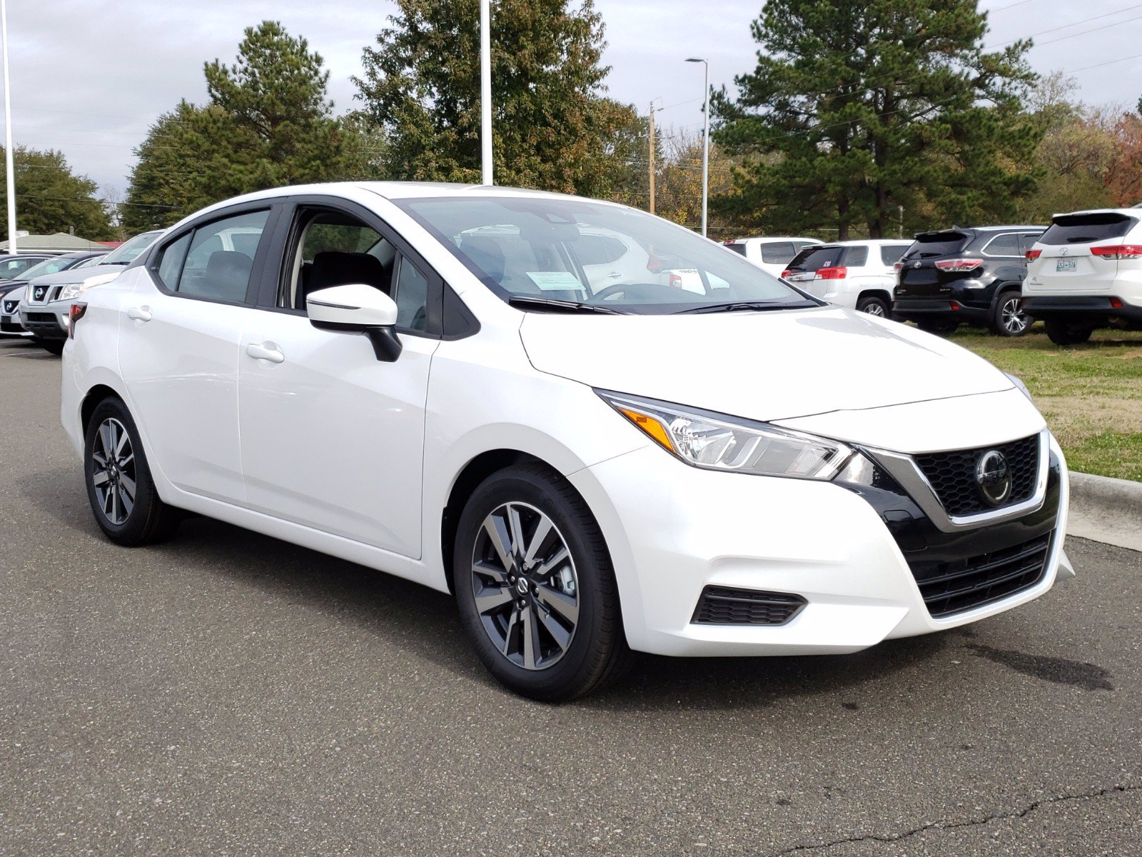 New 2020 Nissan Versa SV FWD 4dr Car