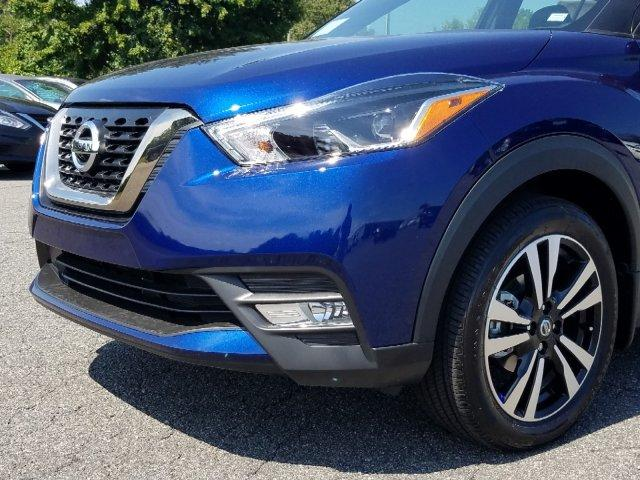 New 2019 Nissan Kicks SR FWD