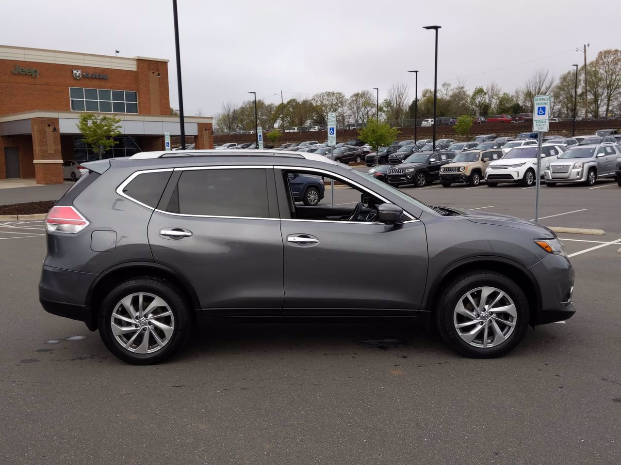 Pre-Owned 2015 Nissan Rogue SL With Navigation & AWD