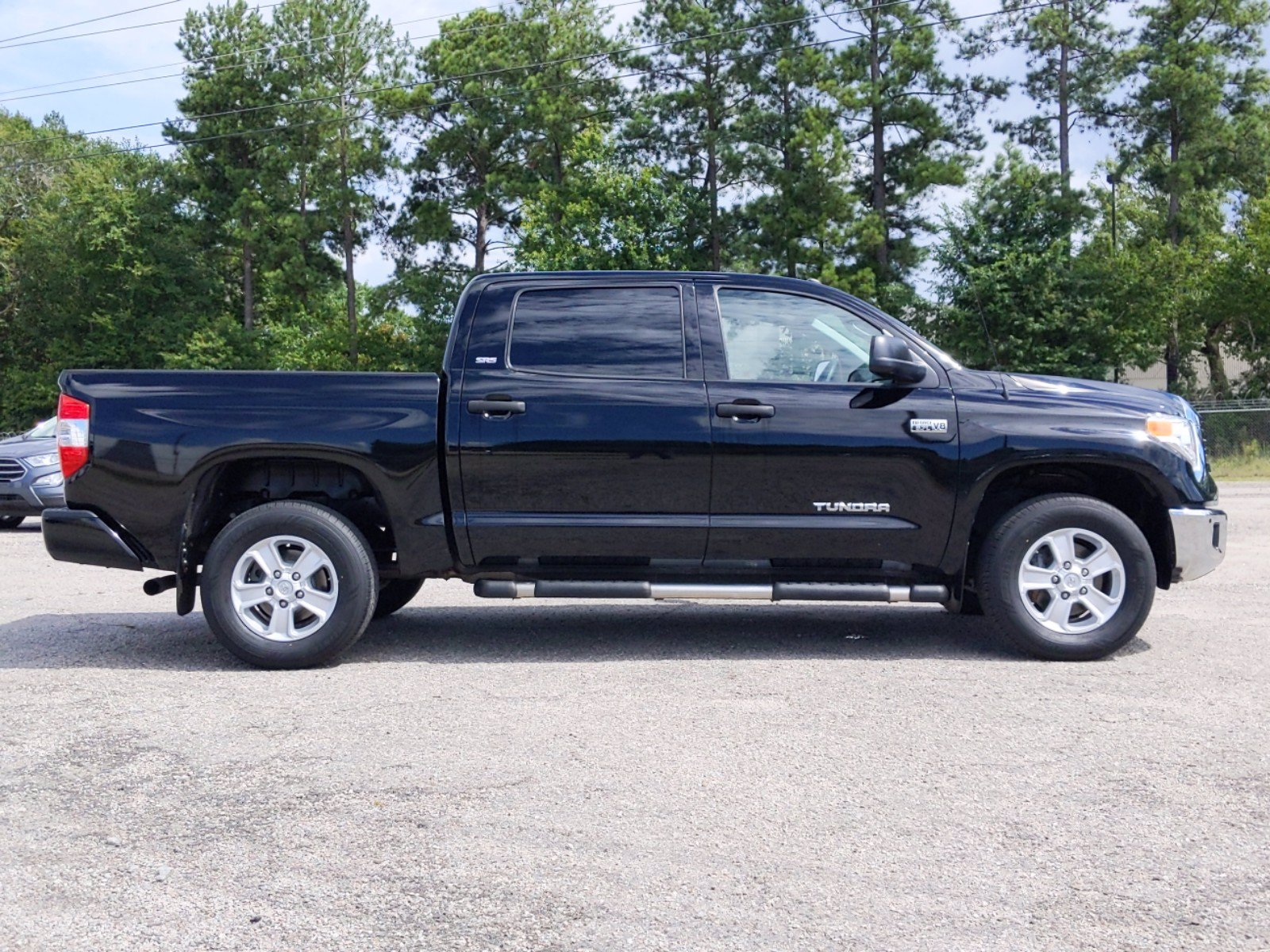 Pre-Owned 2017 Toyota Tundra 4WD SR5 4WD