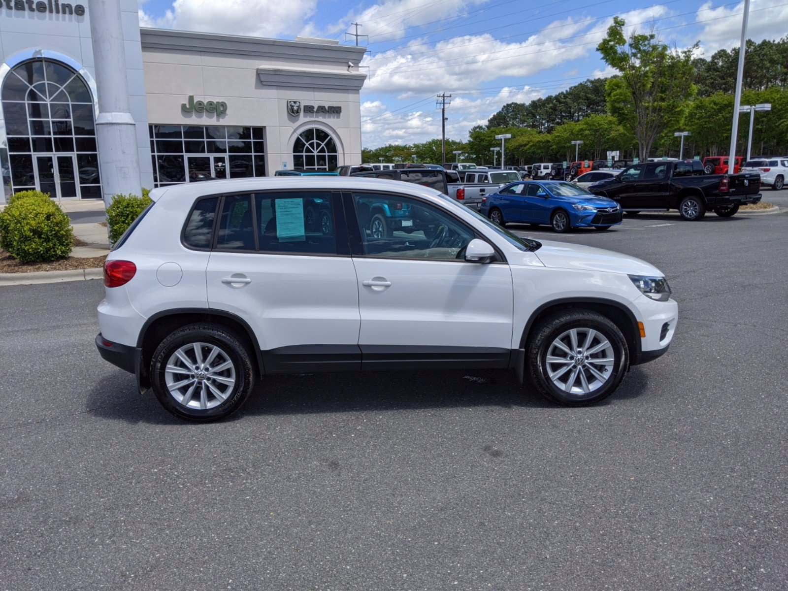 Pre-Owned 2014 Volkswagen Tiguan SE AWD